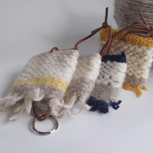 軽くてふわふわウールを使って織るキーケース。
