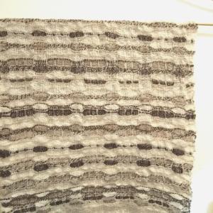 ナチュラル羊毛だけで織りあげたタペストリー。