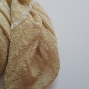 秋冬に向けて、暖かさ抜群なリネンウールを染めてみました。
