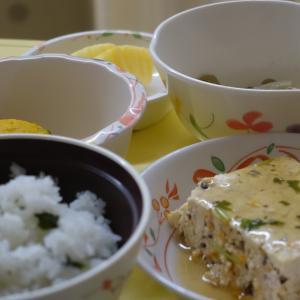 わかめご飯と蒸豆腐あんかけ