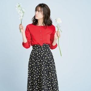 「赤カーデ×花柄スカート」で華やかお嬢さん♡