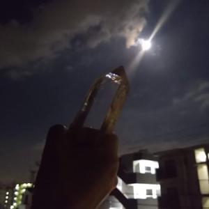 おちゃめな龍と満月