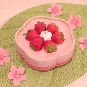 簡単ふんわりストロベリームース~春のお花を楽しみながら