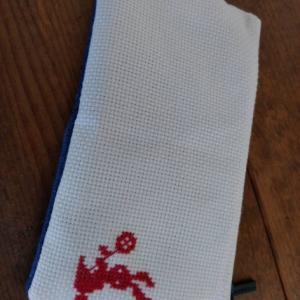 刺繍入りのペンケース