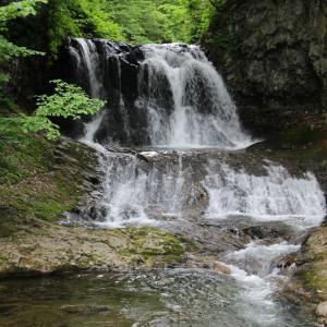 平和の滝へ