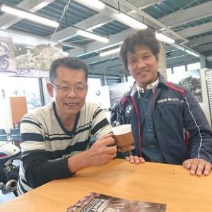 過去には世界GPを転戦し日本グランプリで優勝の経験もある自慢のレース仲間が店長のお店に!BMWといえばDATZ浜松!!