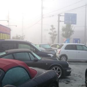 色々と変化をする私達の町の天気。今朝はとても濃い霧からの始まり!車の方々は運転に注意!