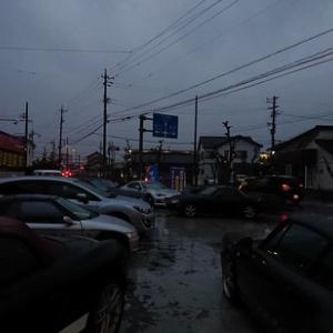 雨だけでは無く分厚い雨雲によるとても暗い朝から始まった本日!子供達も大人達も通勤通学に注意!!