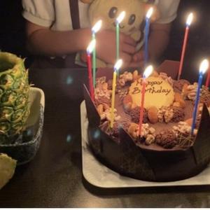 記念すべき10回目の誕生日!本当に時間の経つ早さに驚き!今回も大好きなママのチラシと心のこもった美味しいケーキで!!