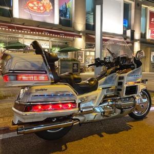 連休中ずっと一人で仕事をしていた私がバイクで走りに行きたい!と思ったのが朝・・・・結局忙しく出発は何と夜の8時!!