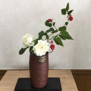 薔薇とチロリアンランプ
