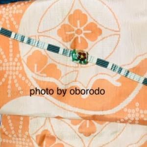 9月ごろの着物☆オレンジと紫紺と白の滝縞の着物にオレンジの団扇の帯