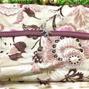 5月の着物。紫のウールにピンクとシャンパンの帯、トカゲの帯留め
