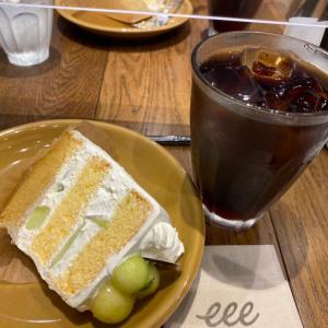 カフェでケーキセット食べました。