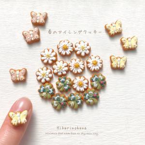 春のアイシングクッキー 白いお花、蝶、クローバーのピアス