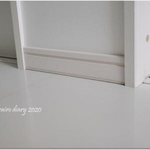 【建築10年メンテナンス】 巾木と浴室のアレのペイントDIY。