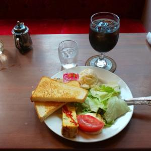 新宿三丁目の珈琲西武でモーニング