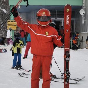 「フェラーリおじさん」めがひらスキー場で滑る
