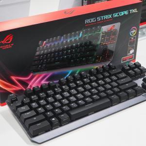 ASUS、パームレストを省いたテンキーレスのゲーミングメカニカルキーボード『ROG Strix Scope TKL』