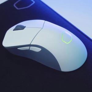 Cooler Masterの超軽量ワイヤレスゲーミングマウス『MM731』はホワイトもある