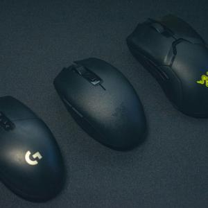 ワイヤレスゲーミングマウス『Razer Orochi V2』『ロジクール G304』の外観比較