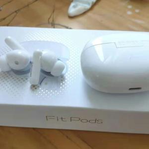 EDIFIER、小型スティックデザインでハイブリッドANC搭載の完全ワイヤレスイヤホン『Fit Pods』