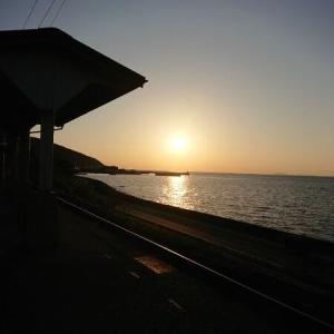下灘駅と十五夜のお月さま