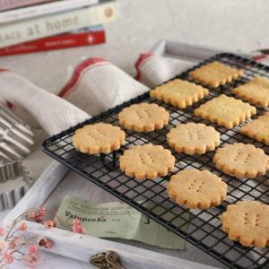 今日もグルテンフリークッキー焼いてます