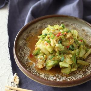 (レシピ)キャベツのピリ辛みそ、ささみの梅サラダ