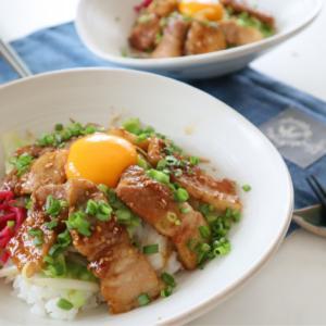 (レシピ)焦がしニンニクのコク!スタミナ豚丼
