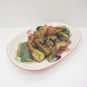 9/25胡瓜を炒めて消費♫竹輪と胡瓜の炒め物、美味しい生秋鮭の照り焼き、野菜たっぷり焼きそば