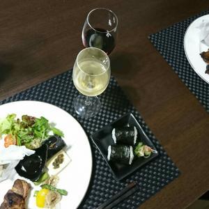 播磨灘の蒸し牡蠣、スカイベリー、などなど、いろいろ盛りでおうちのみ♪♪♪