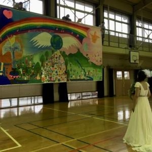 YKGを背景に、結婚式前撮り