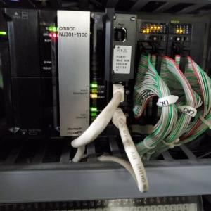 OMRON製PLCとサーボモータ!