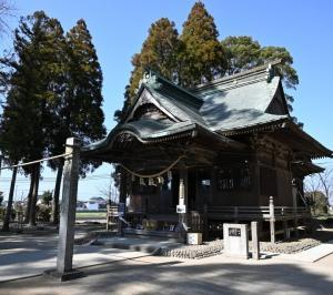 あの有名な神社に行ってきました。いまだに人がいっぱい!!