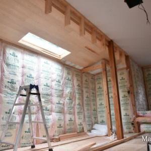 天井の杉板も張り終わりエアコン下地も造作して内部はやることがなくなった