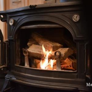 身に余るおもてなしの中で寒くないけど薪ストーブの試し焚き