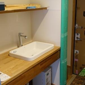 ハナレに洗面器を設置しました