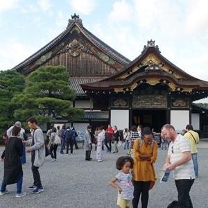 天皇さんはちょっと東京へ行ったはるだけ