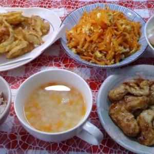 かき揚げと鶏胸肉の照り焼きと人参しりとしりでお昼ご飯。