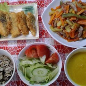 鮭フライと南瓜スープとヒジキご飯でお昼ご飯。