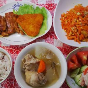 豚ロースの照り焼きと鶏ぶつ切りと冬瓜のお汁でお昼ご飯。