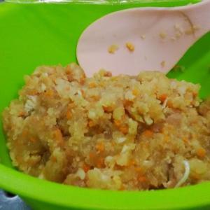 冷食作り・・チーズ入り鮪ハンバーグ。