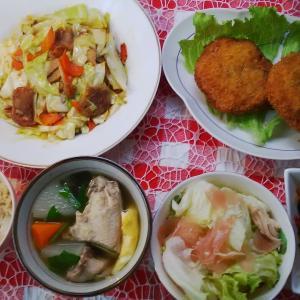 キャベツの中華炒めと鮪メンチカツでお昼ご飯。