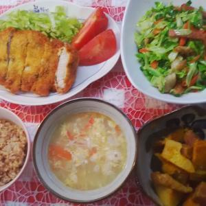 ハーブ豚カツと南瓜の煮転がしでお昼ご飯。