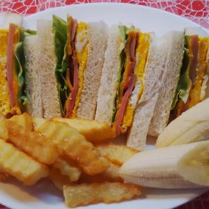 焼き豚サンドで朝食。