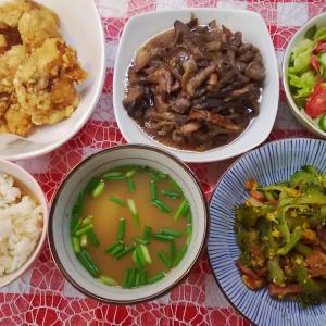 野菜のおかずが2種と鶏唐揚げでお昼ご飯。