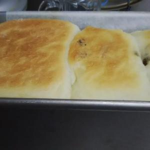 糊の生地の2つの味の角食パン。