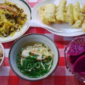 カジキと島ラッキョウの天ぷらと青パパイヤでお昼ご飯。
