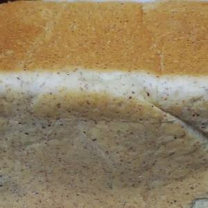 また焼きました・・小麦胚芽の角食パン。